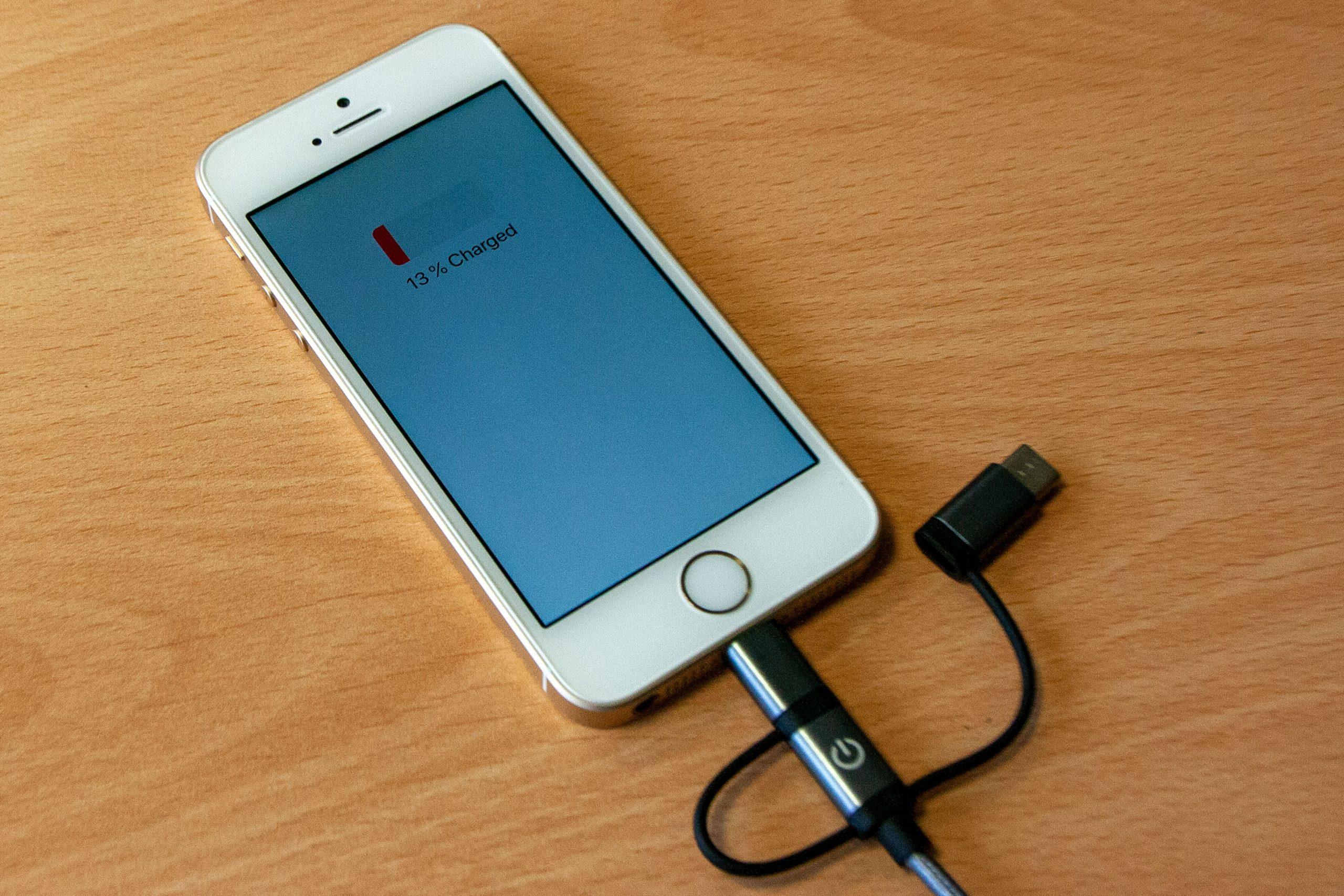 Lightning-Adapter am iPhone